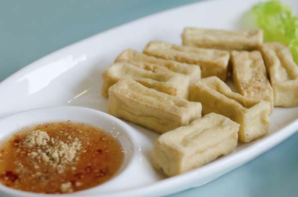 Tofu fritto con salsa