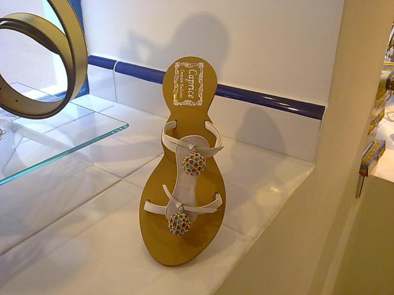 Sandali di Positano  un mondo di tradizione ai piedi    Gli ... 7705a2cb2ff